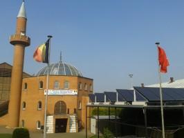 Belçika Şarlova'da (Charleroi) güneş enerjisi destekli cami yerden ısıtması